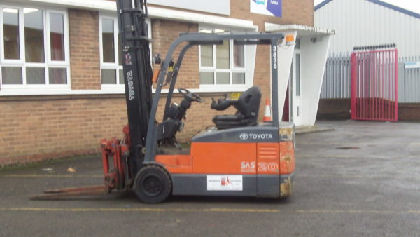 Forklift Toyota 7FBEF20